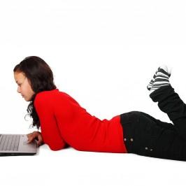 Czym kierować się wybierając laptop dla nastolatka?